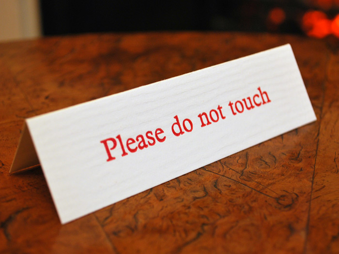 Dickens_Museum_do_not_touch_sign