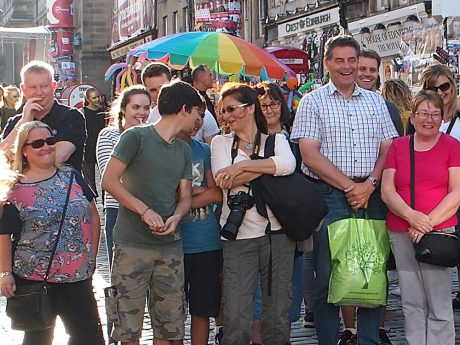Royal_Mile_crowd_3
