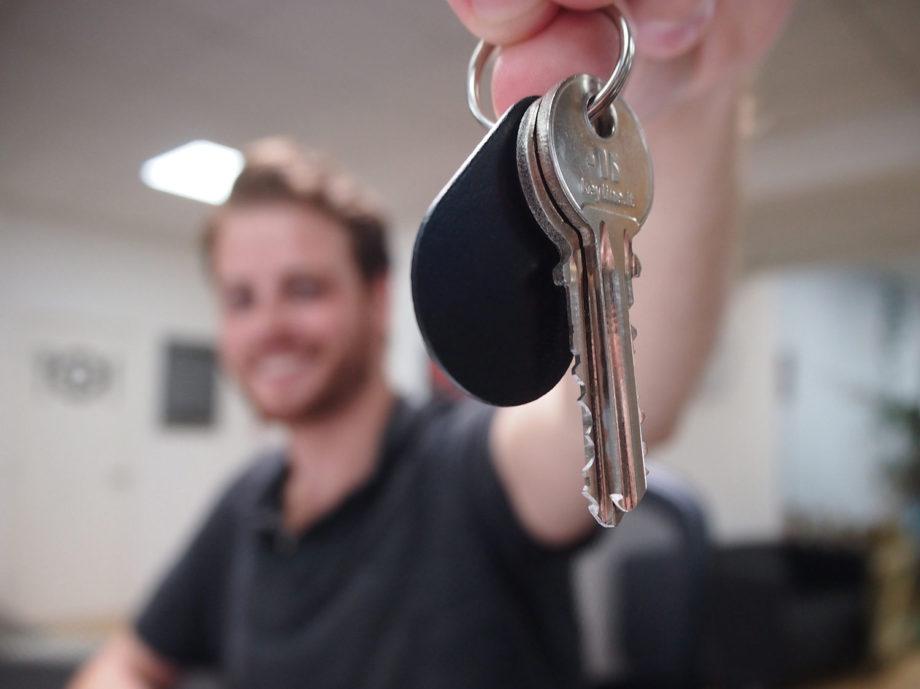 02_Aug_Alex_with_keys