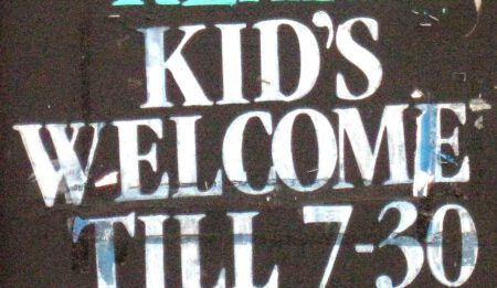 Apostrophe_Kids-at-Rear_2