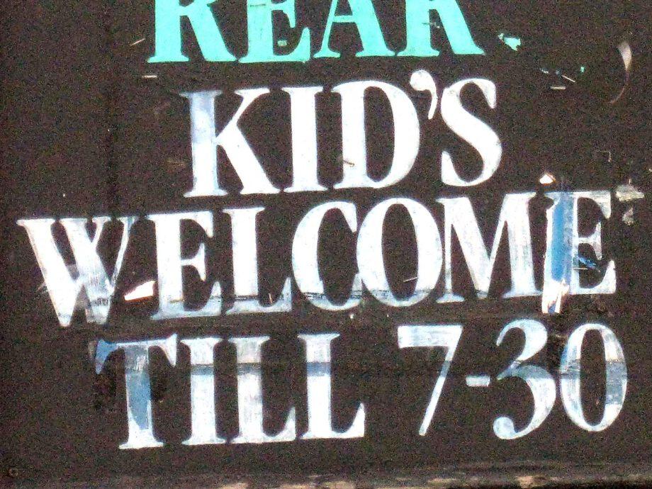 Apostrophe_Kids-at-Rear_2